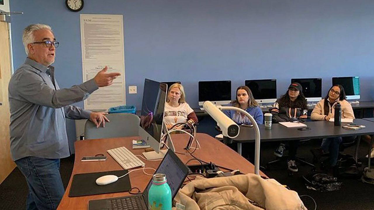 Pedro Gomez speaks to a journalism class at the Cronkite School (Photo courtesy: ASU Cronkite School)